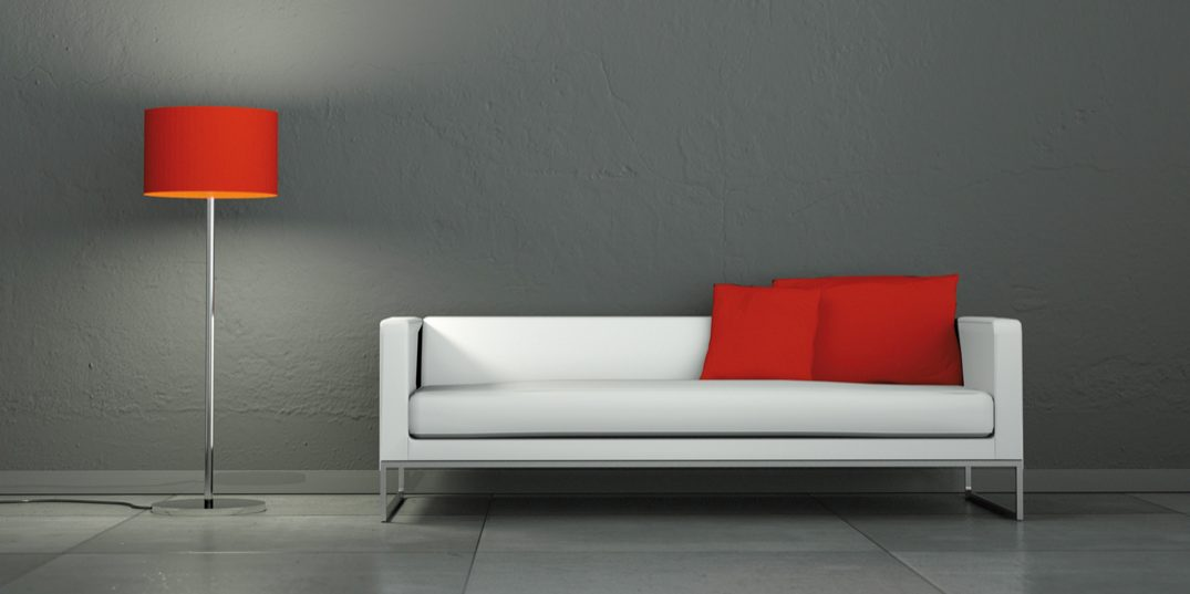 Weisses Sofa mit roter Stehlampe1_Web.jpg